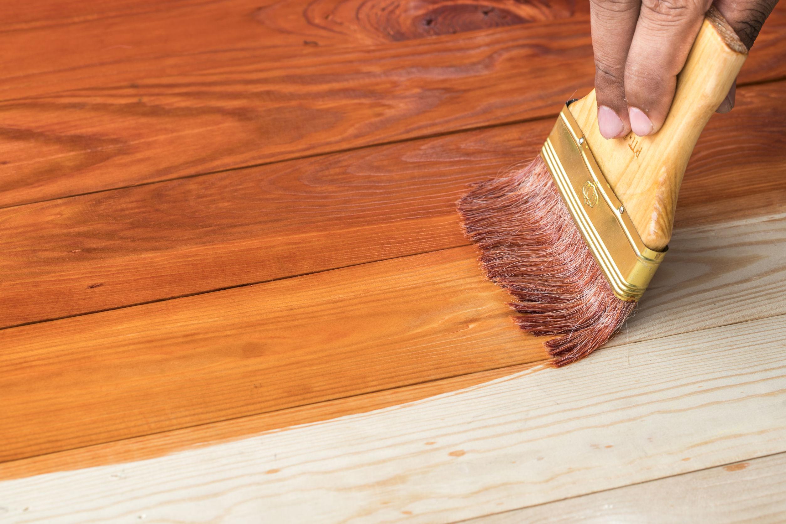 Как покрасить дерево или деревянную поверхность своими руками 7
