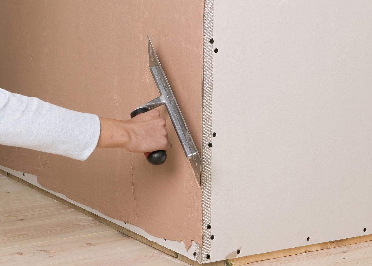 Как выровнять угол стены своими руками с помощью уголка 150