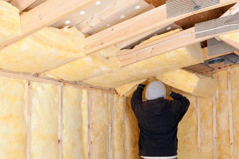 Утепление потолка в частном доме изнутри чем утеплить внутри утепляем пенопластом утеплитель для бетонной поверхности