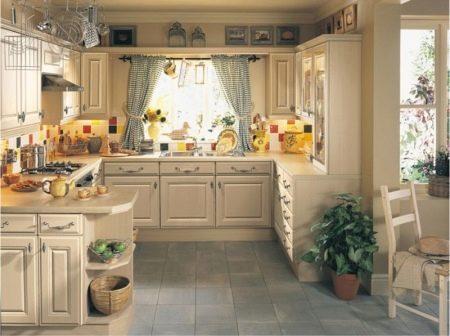 Шторки на кухню короткие