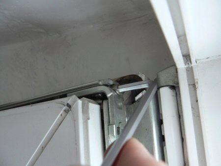 Просела балконная пластиковая дверь как ее отрегулировать