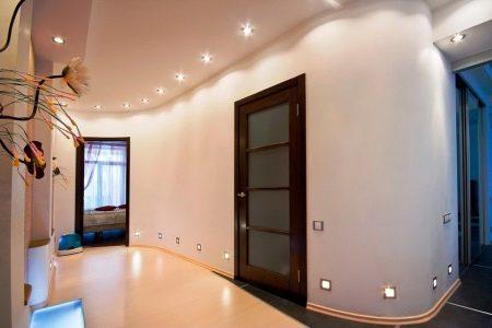 Потолок в коридоре (91 фото): идеи дизайна прихожей, какой лучше сделать - из пластиковых панелей или подвесной, реечный или навесной