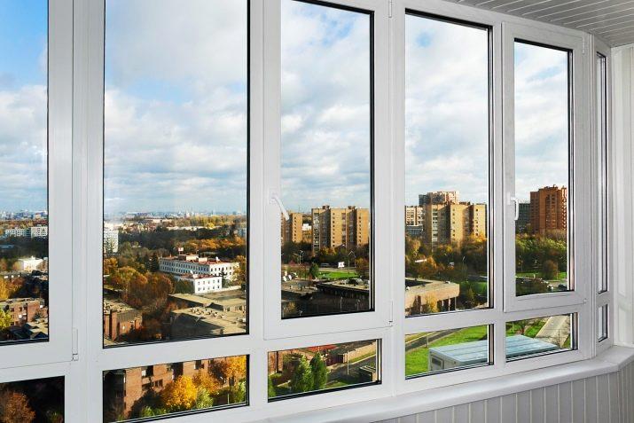 Теплое остекление балкона: отзывы о замене холодного на полу.