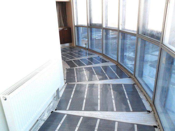 Теплые пленочные полы - уютный балкон.