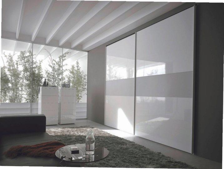 белый шкаф купе 55 фото глянец и лак в интерьере спальни черно