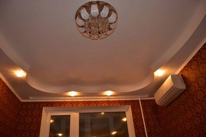 Потолок с точечными светильниками фото несколько