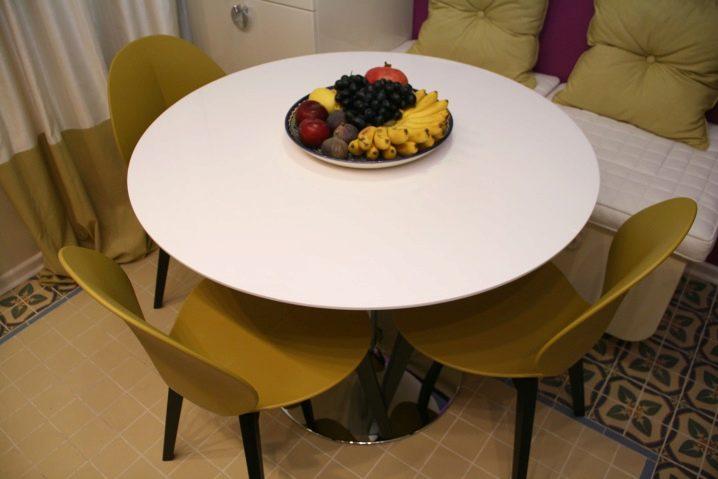 Стол круглый для кухни в интерьере фото