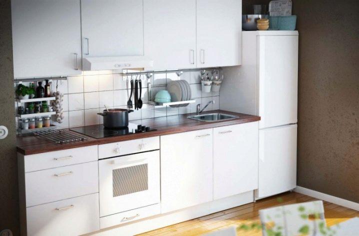 Los elementos individuales de muebles de cocina para una cocina pequeña