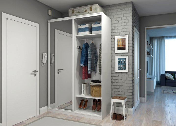 Картинки по запросу Тройной шкаф - необычное решение для небольшой квартиры