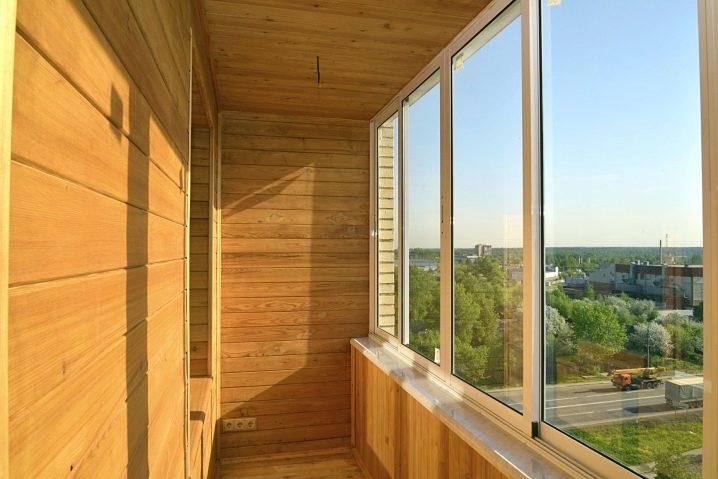 Отделка балкона деревом (34 фото): построить и отделать в де.
