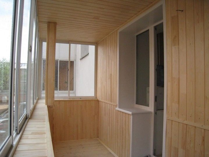 Отделка балкона пластиковыми панелями (88 фото): как обшить .