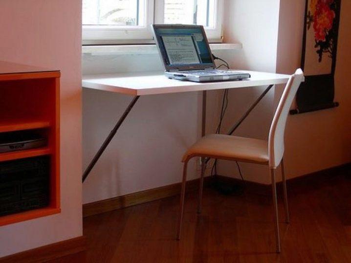Стол-подоконник в детской (47 фото): встроенная столешница в.