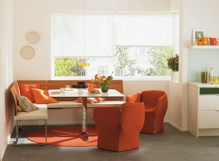 Угловой диван в интерьере на кухне фото