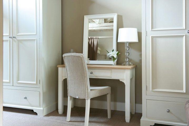 Стул для туалетного столика 23 фото как выбрать белый табурет и изящный стульчик со спинкой в спальню