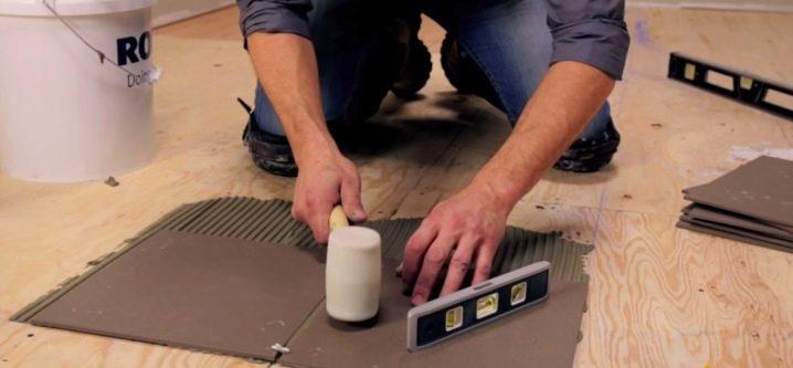 Как наклеить познакомкакой клей для укладки плитки использовать по гидроизоляция наливные полы 3д цена за работу