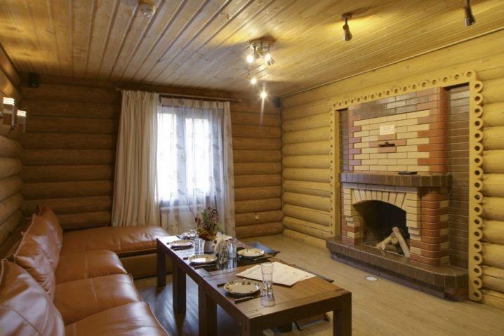 Комната отдыха в бане в русском стиле
